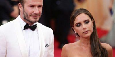 En 2004, los medios británicos reportaron que David Beckham había engañado a su Victoria con su asistente personal, Rebecca Loos. Foto:vía Getty Images