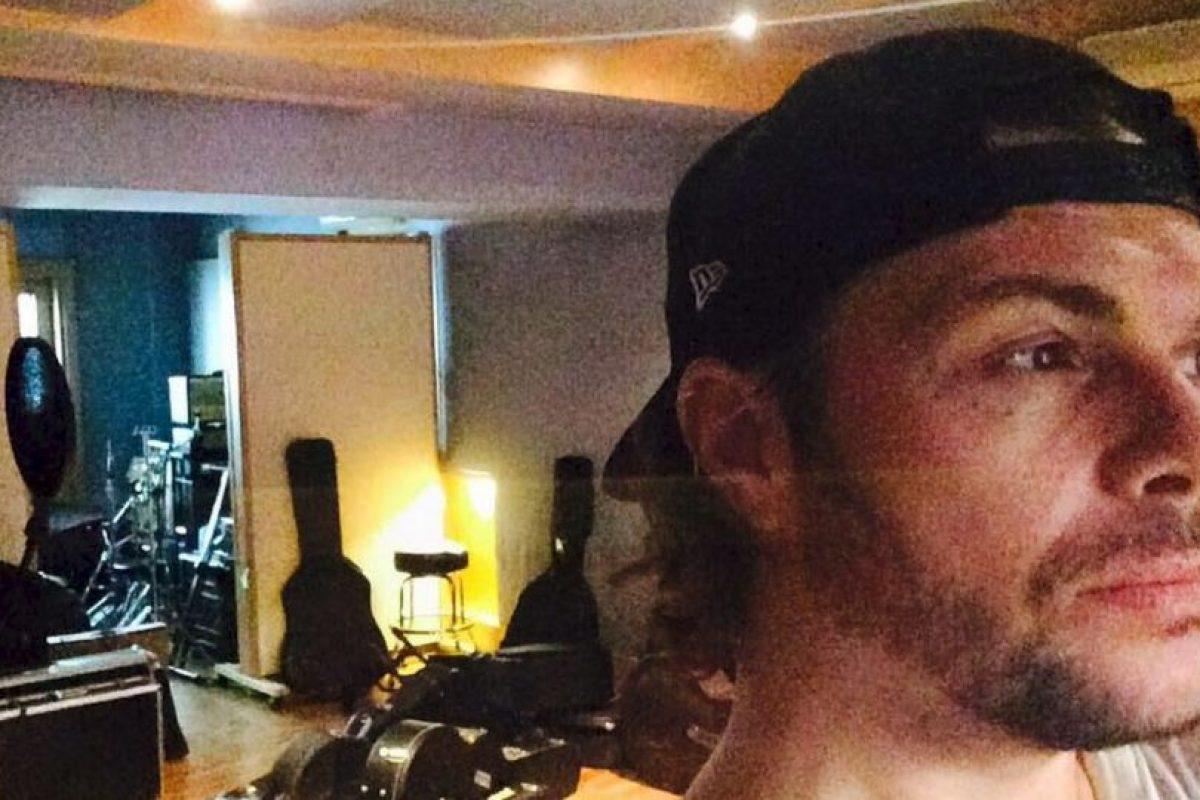 Tiene 15 álbumes de estudio, pero su carrera solo siguió en Italia Foto:Vía facebook.com/grignanigianluca