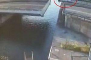 4. Trata de hacer un truco en su camioneta y sufre tremendo accidente Foto:Vía Youtube/WereldRegio Schouwen-Duiveland