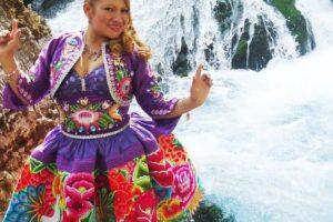 """Edith Mayta, cantante de folclore peruano, sacó su versión de """"El Taxi"""". Foto:vía Facebook/Edith Mayta"""