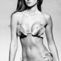 Trabajó como stripper para alcanzar su plena transformación e incluso vivió con un millonario en Dubai. Foto:vía Playboy