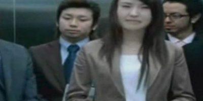 Aparece en películas de terror. El ascensor simplemente cierra sus puertas y decapita a su desafortunada víctima. Y esto pasó en 2003, con el doctor Hitoshi Nokaido. El elevador le cortó la cabeza a la altura de su boca, dejando solo la mandíbula y la oreja izquierda unida a su cuerpo. Una enfermera atrapada con él tuvo que ver su cabeza empapada en sangre. Los ascensores matan a 30 personas al año. Foto:vía Tumblr