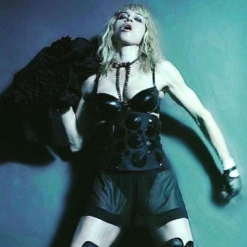 También con los looks de sus videoclips. Foto:vía Getty Images
