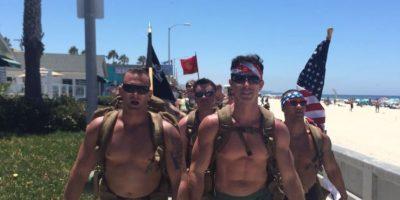 FOTOS: Estos guapos exmarinos caminan semidesnudos por una buena causa