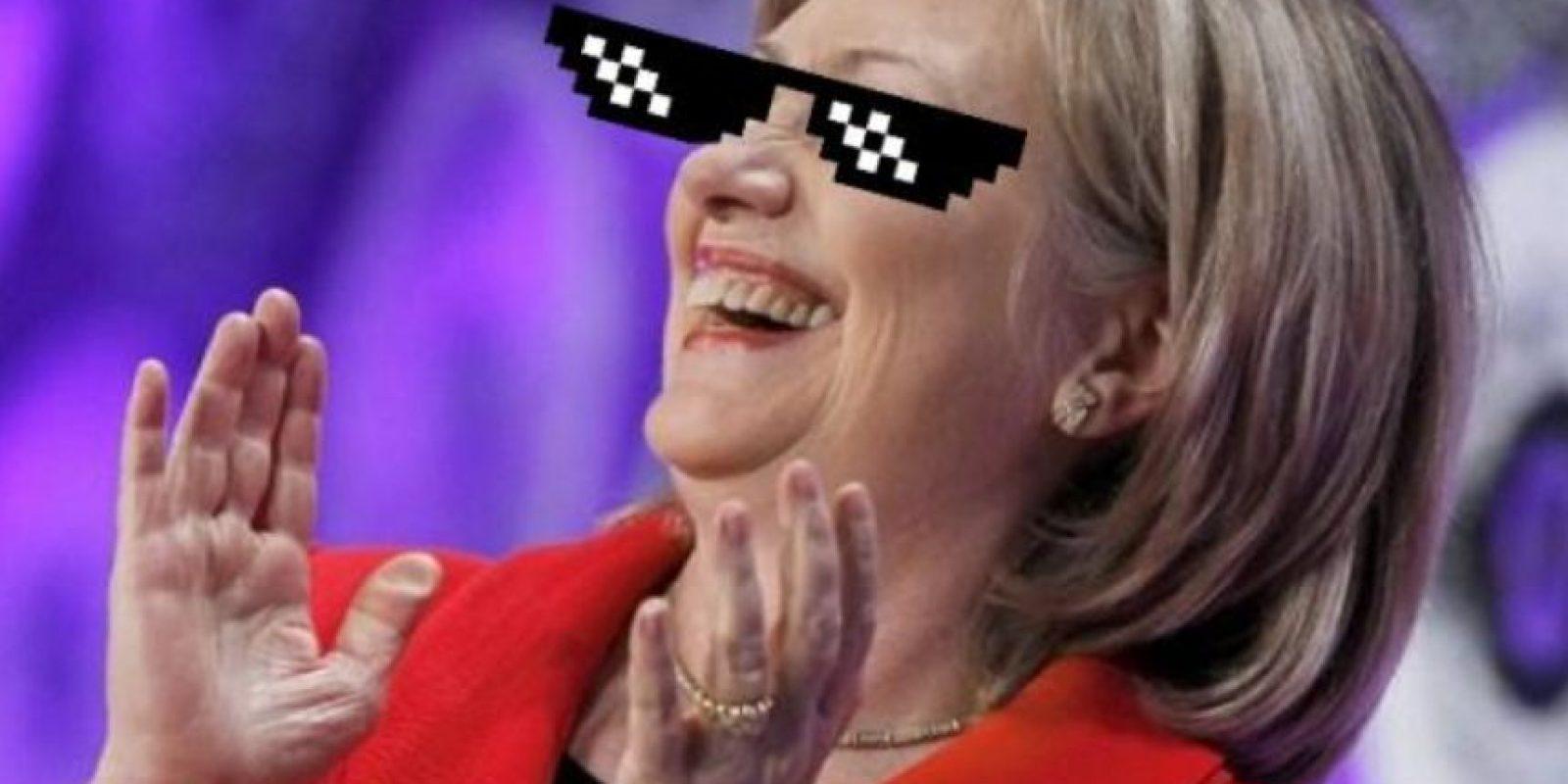 Mientras los republicanos robaban un poco de atención, muchos imaginaron a la candidata demócrata Hillary Clinton así. Foto:vía Twitter