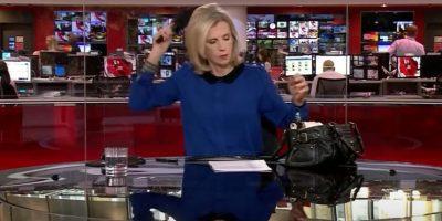 VIDEO: Presentadora de noticias es captada en vivo mientras se peinaba