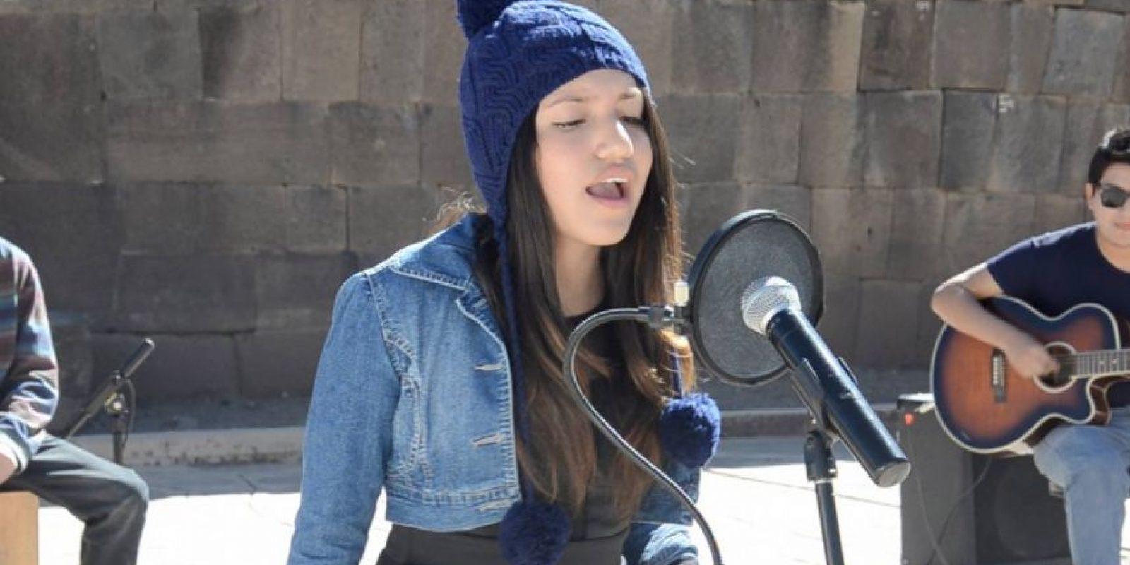 Renata Flores Rivera interpreta su versión en quechua Foto:Vía Facebook.com/Academia-de-Música-Formas-y-Sonidos-Ayacucho-Perú