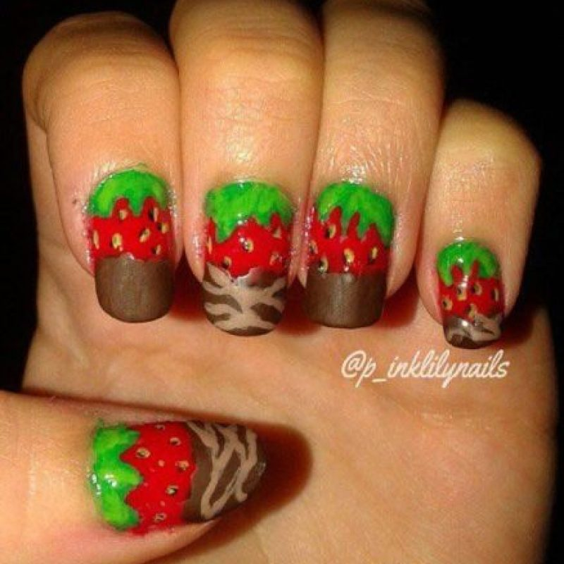 """5. ¿Qué tal fresas con chocolate? Pensó que igual se vería """"sexy"""" Foto:Vïa Instagram/@p_"""