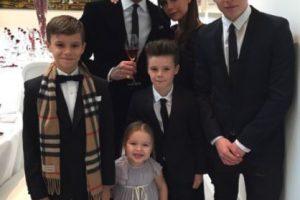El exfutbolista inglés está casado con Victoria Beckham y tienen cuatro hijos: Brooklyn, Romeo, Cruz y Harper. Foto:Vía instagram.com/victoriabeckham