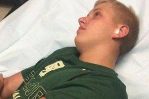 Grant Botti, adolescente de 14 años oriundo de Arkansas, decidió un día ir a nadar al aire libre. Pero luego la naturaleza le cobró cara su placentera idea. Foto:Vía Youtube
