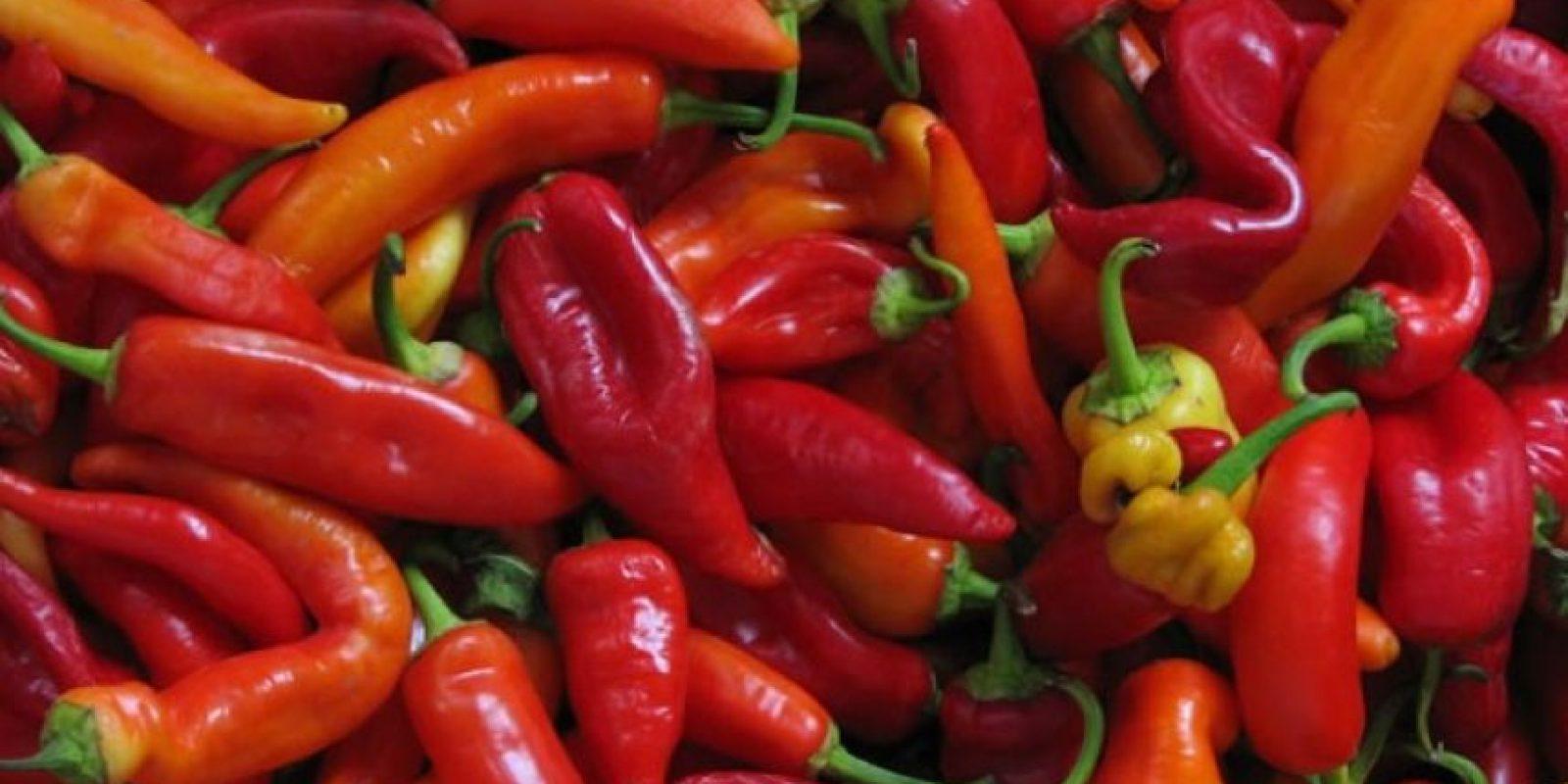 La capsaicina, componente que le da ese sabor picante al chile o ají también tiene beneficios para nuestra salud. Foto:Pinterest