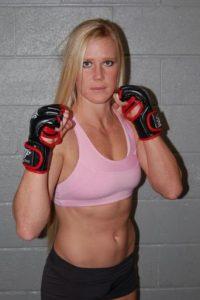 Su próxima pelea será ante Ronda Rousey el 2 de enero de 2016 en UFC 195. Foto:hollyholm.com