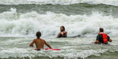 FOTOS: El impresionante rescate de dos mujeres que estaban a punto de ahogarse