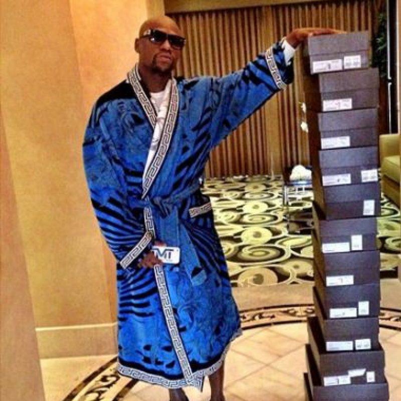 Tiene una gran adicción a los zapatos. Foto:Vía instagram.com/floydmayweather