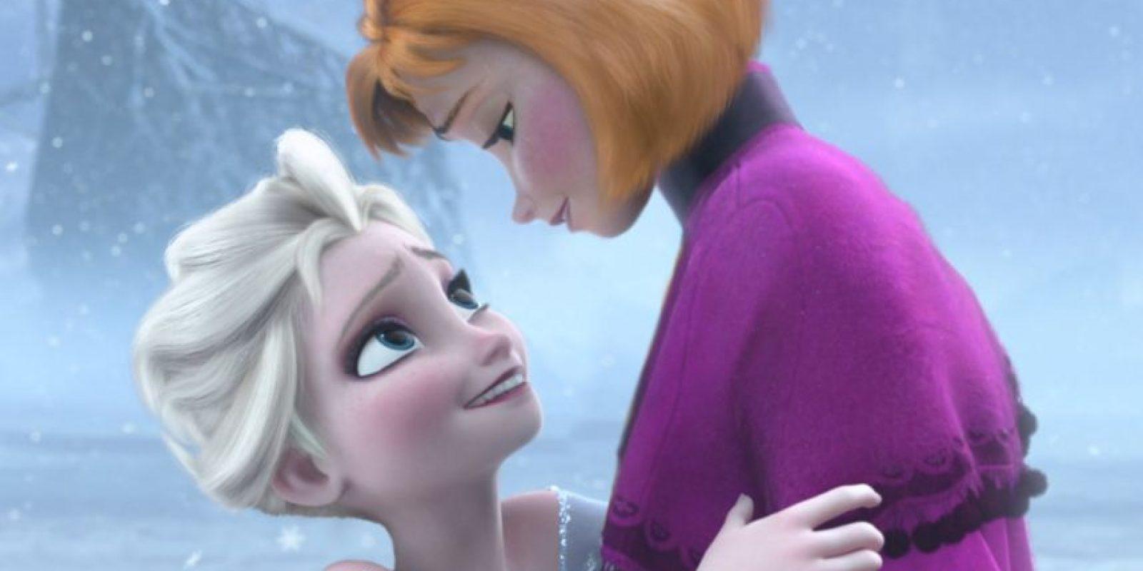 "Elsa y Ana de ""Frozen"". Foto:thenamelessdoll.tumblr.com"