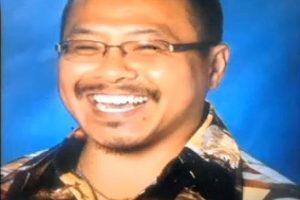 """4. Este profesor fue suspendido por pedir la """"peor"""" tarea a sus alumnos. Wing-Wah Leung del Encinal High School en California, Estados Unidos fue suspendido después de que sugiriera a sus alumnos una tarea muy especial. Dicho trabajo sería tomado en cuenta como """"crédito extra"""". Este consistía en que los alumnos debían dirigirse a su casa y tomar una selfie con los juguetes sexuales de sus padres. Foto:Linkedin"""
