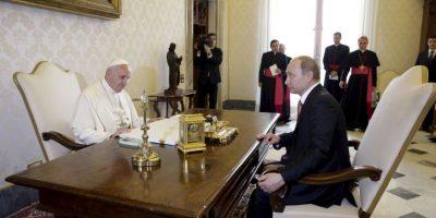 Vladimir Putin, presidente de Rusia, se reúne hoy con el Papa Francisco. Foto:AP