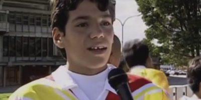 """Durante su infancia fue entrevistado por una canal de TV de Colombia, tras su participación en la Copa """"Tutti Frutti"""" de la cual salió goleador. Ahí ya le llamaban la """"promesa colombiana"""". Foto:Youtube.com/senalcolombia"""