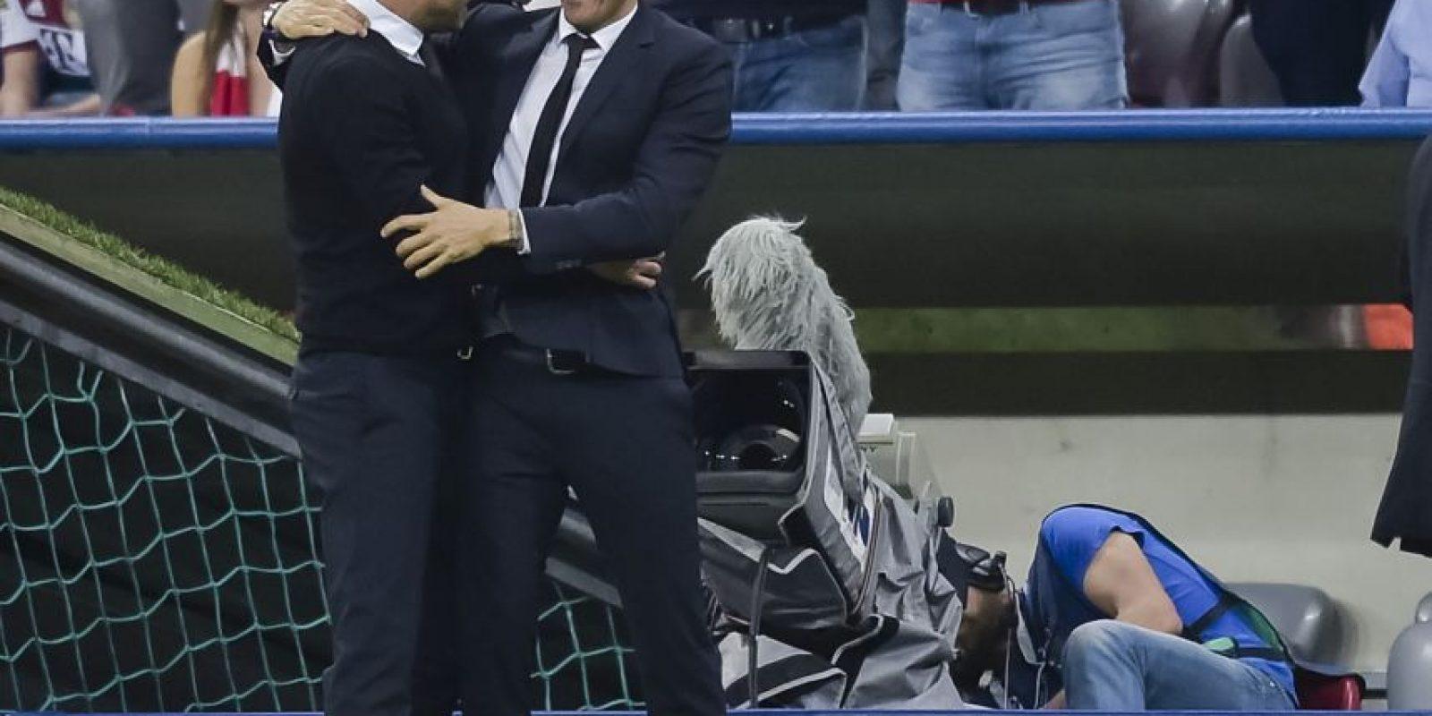 Al final del duelo, Pep Guardiola felicitó a su colega, Luis Enrique. Foto:AFP