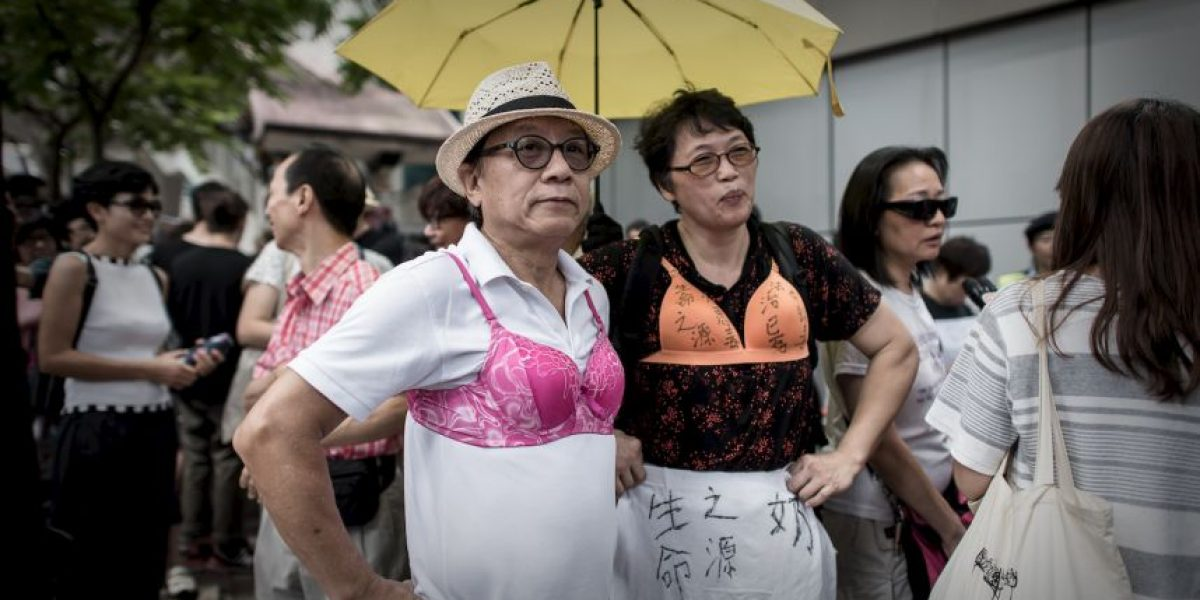 Por esta razón hombres de Hong Kong protestaron en sostén
