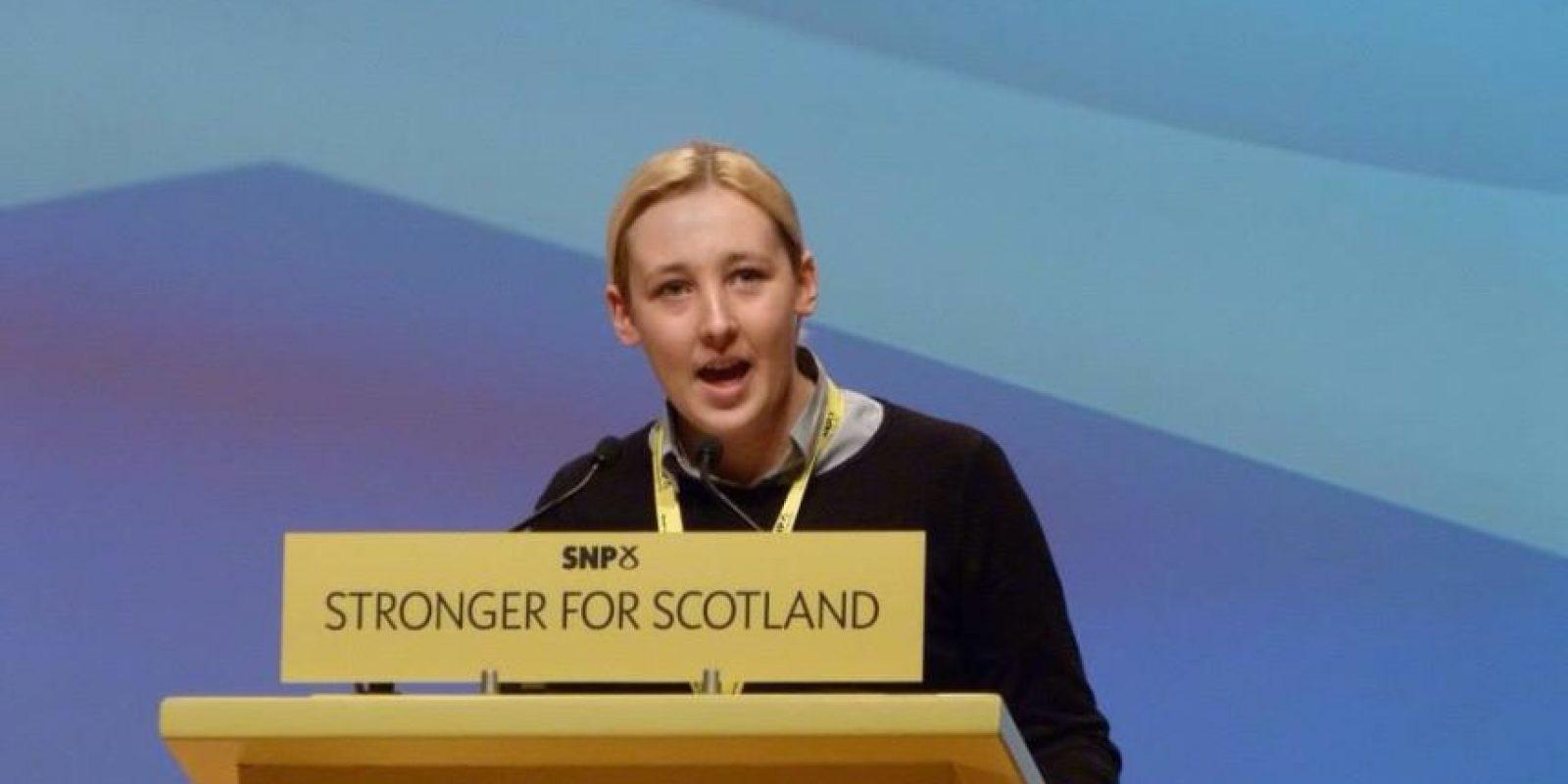 Declaró que es aficionada al fútbol Foto:Facebook.com/Mhairi.Black.SNP