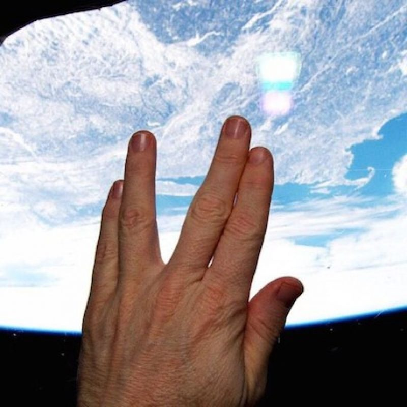 """La fotografía con la que el astronauta Terry Virts despidió al actor Leonard Nimoy, conocido por interpretar a """"Spock"""" en la serie """"Star Trek"""" Foto:Instagram.com/NASA"""