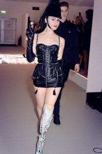 También se ha destacado por usar estilismos vanguardistas. Foto:vía Facebook/Viktoria Modesta