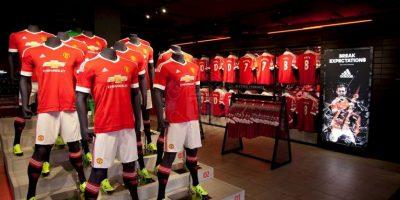 El nuevo uniforme ya salió a la venta en la tienda oficial de Manchester United y también en la tienda en línea. Foto:Vía facebook.com/manchesterunited