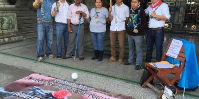 Grupo que estuvo encadenado se presenta en #MarchaPacífica