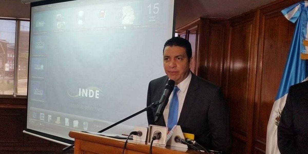 Érick Archila renuncia como ministro del MEM y señala presiones políticas en su contra