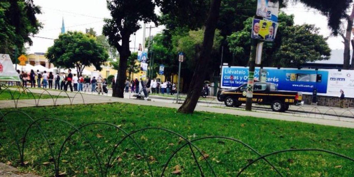 Estudiantes manifiestan frente a Mineduc para exigir contratación de maestros