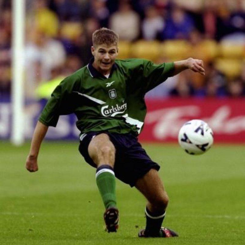 El futbolista con el uniforme verde del club inglés en 1999. Foto:Getty Images