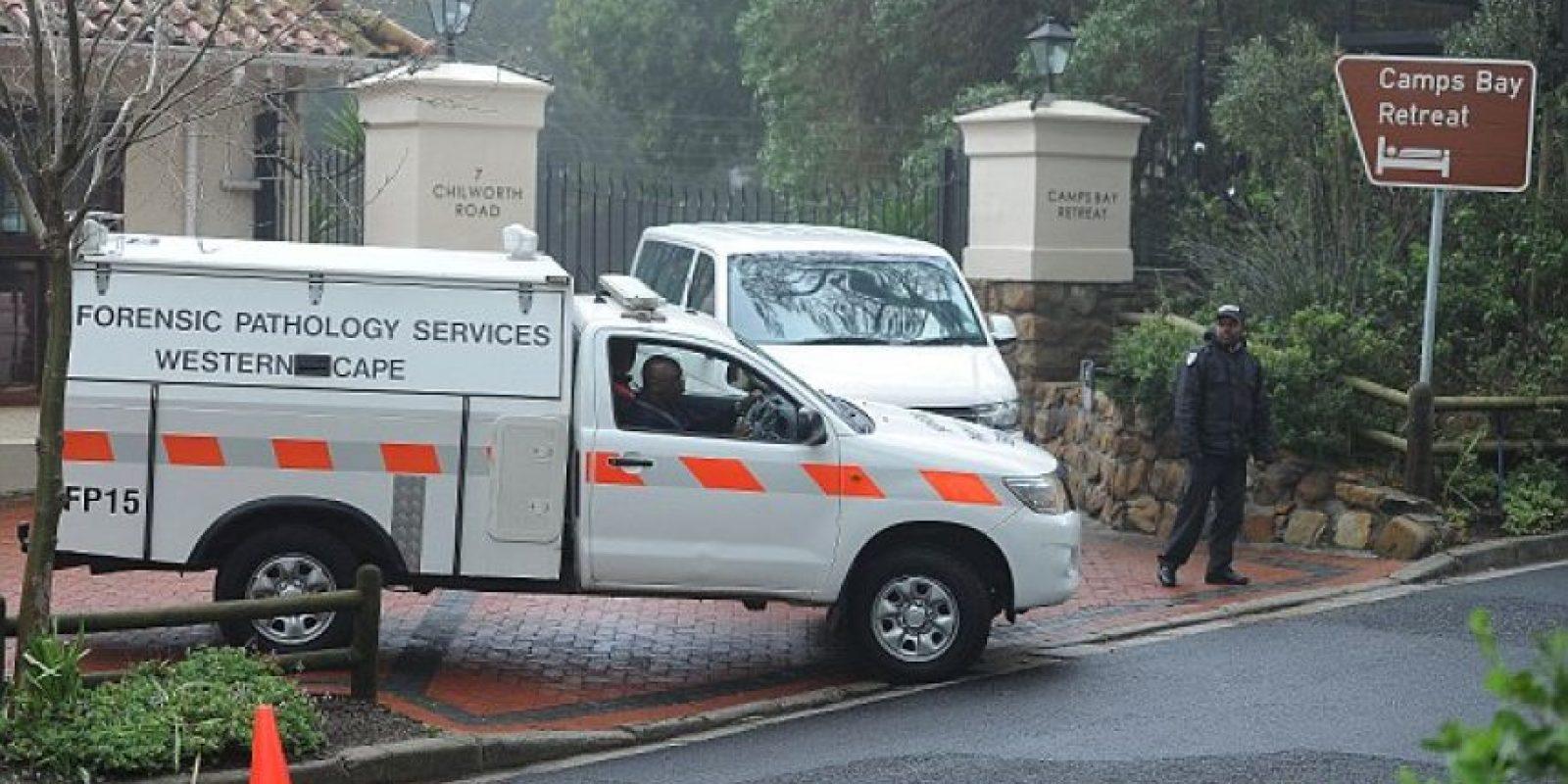 La policía cerró el Camps Bay Retreat en Ciudad del Cabo, en Sudáfrica, luego del asesinato de Kabrins. Foto:Daily Mail