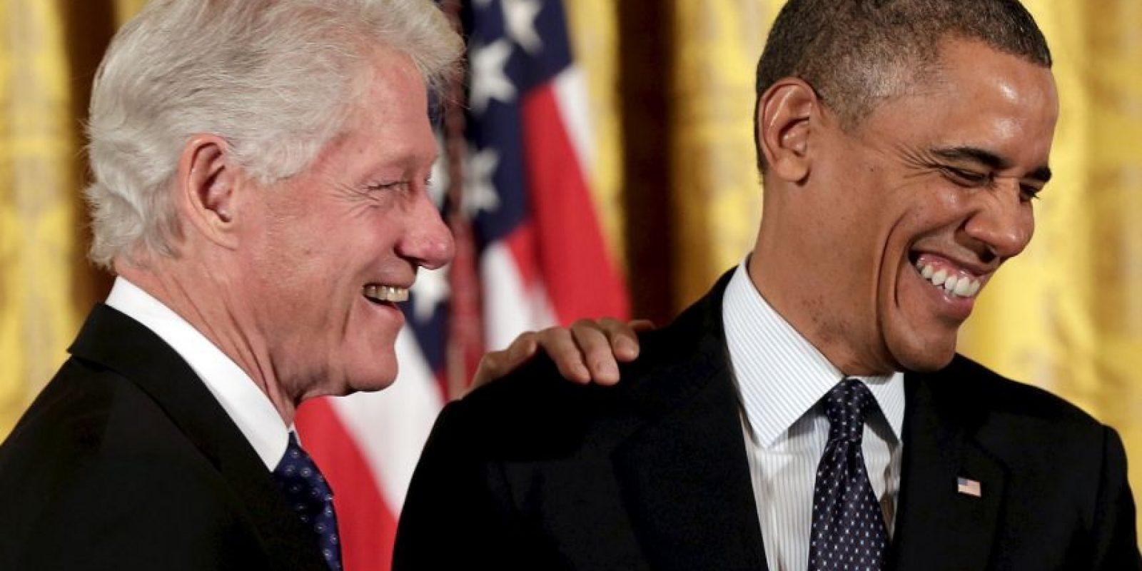 El presidente estadounidense Barack Obama decidió abrir su cuenta oficial de Twitter y una de las personas en darle la bienvenida fue Bill Clinton. Foto:Getty Images