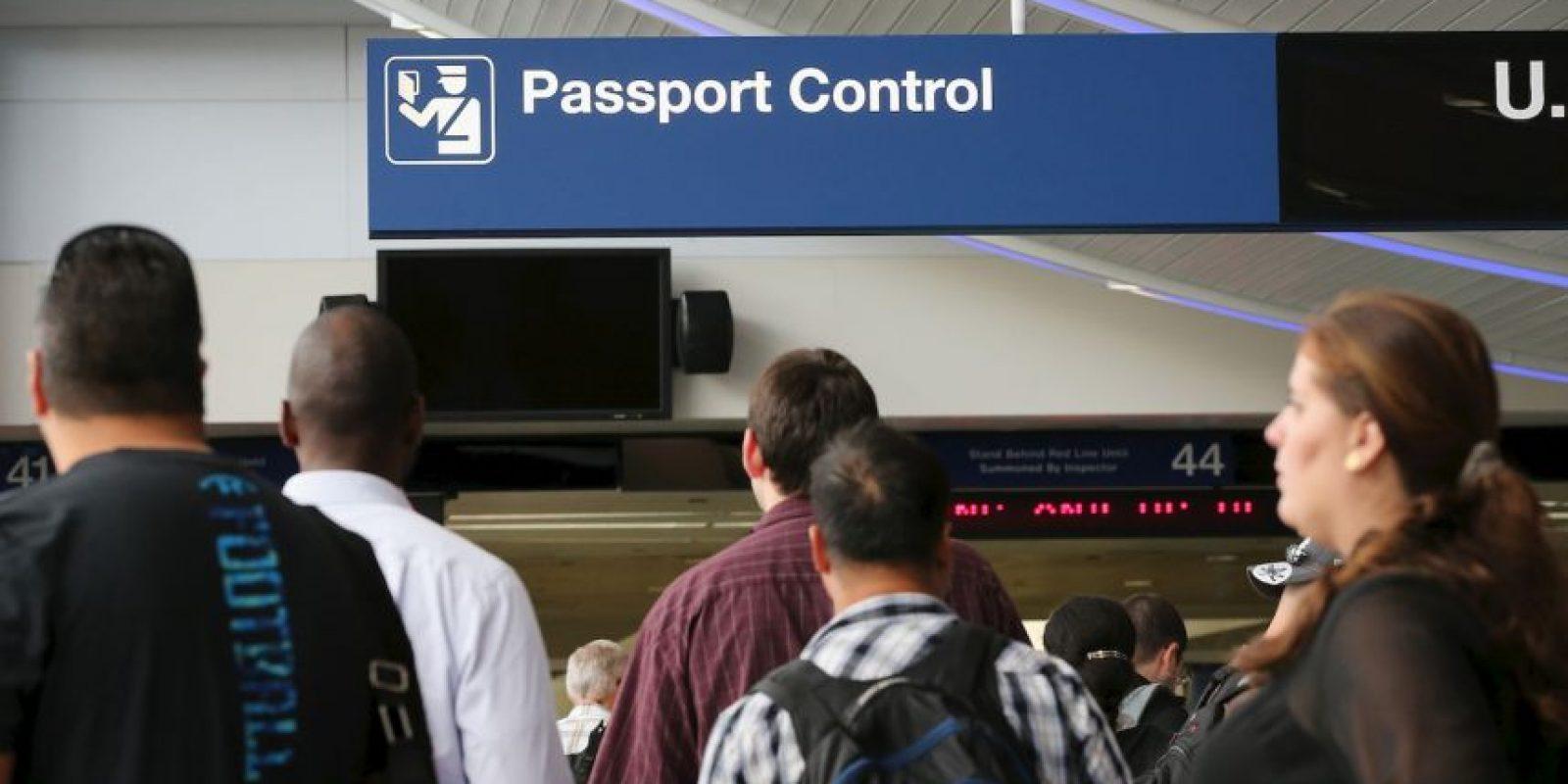 4. Algunos estadounidenses también deben pagar un impuesto de salida cuando completan el trámite. Foto:Getty Images