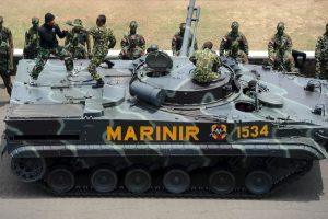 Las novias de los militares también tienen que someterse a la misma prueba. Foto:Getty Images