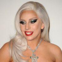 Lady Gaga con maquillaje a lo 1980. Foto:vía Getty Images