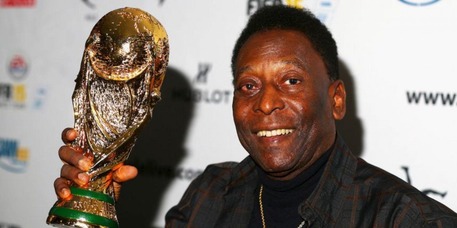 """""""O'Rei"""" hizo historia en el fútbol y ganó todo lo que quiso con el Santos, destacando 10 ligas y 2 Copa Libertadores. Eso sí, nada como los tres Mundiales que conquistó con Brasil en 1958, 1962 y 1970. Foto:Getty Images"""