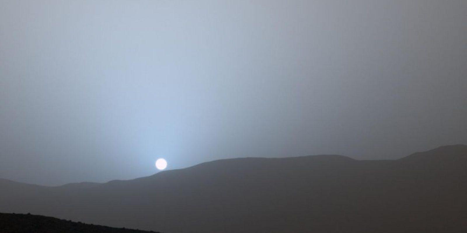 Esta es una imagen dada a conocer por el Robot Curiosity de un atardecer en el Planeta Rojo Foto:Getty Imagez