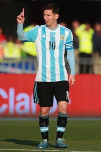 """Juan Sebastián Verón defendió a la """"Pulga"""": """"Que a un jugador cualquiera le digan 'vos no podés jugar' no lo concebí nunca, va más allá de si Messi tiene o no que seguir. Es el respeto al trabajo que hacés. Al jugador de fútbol se le faltó el respeto"""". Foto:Getty Images"""