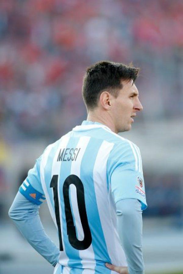 """""""Tenemos al mejor del mundo, que va y hace cuatro goles con el Real Sociedad, y viene acá y no la toca. Vos decís, pero la p…, ¿sos argentino o sueco?"""", declaró Diego Maradona. Foto:Getty Images"""