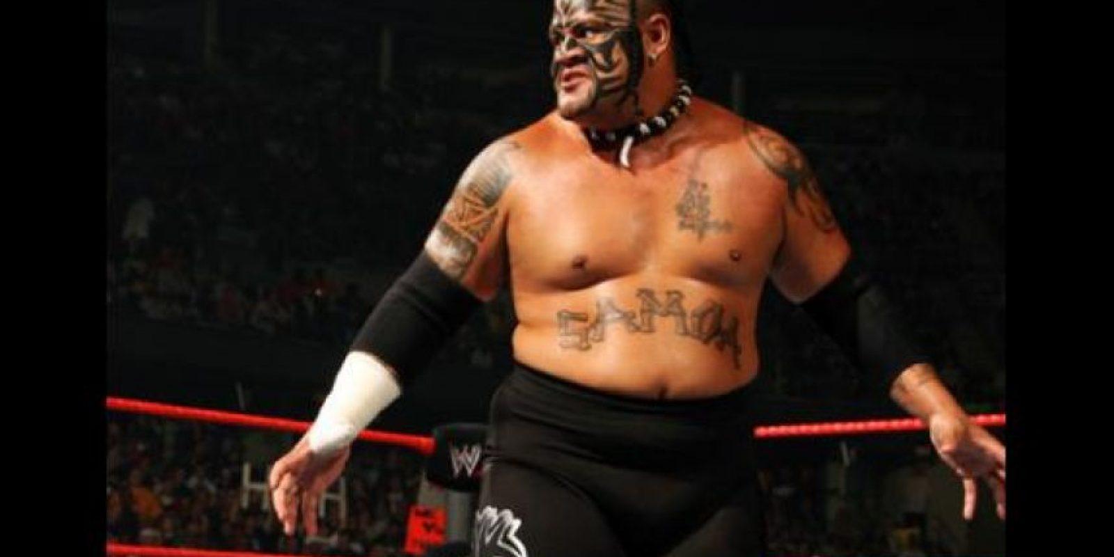 El samoano, dos veces campeón intercontinental, falleció a los 36 años en 2009, por un ataque al corazón Foto:WWE