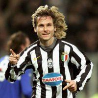 """Fue un ícono de la Juventus en los años 2000, pero no pudo coronarse en Europa con la """"Vecchia Signora"""". En 2003, su equipo se enfrentó al AC Milán en la final de la Champions League, pero Nedved se perdió el partido por acumulación de partidos. En su última campaña con los """"Bianconeris"""" (2008-2009), llegó a octavos de final donde fueron eliminados por el Chelsea. Foto:Getty Images"""