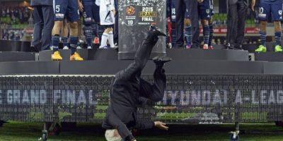VIDEO. La fiesta de un club de futbol se ve interrumpida por una caída