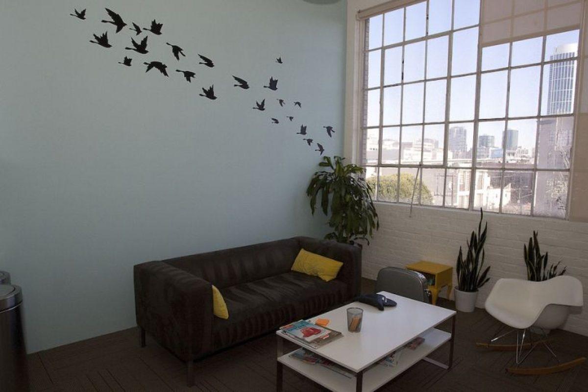 En las paredes se observan dibujos relacionados a la red social. Foto:Getty Images