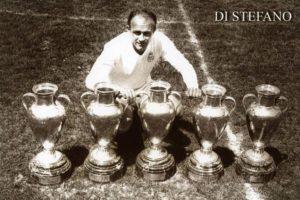 El histórico del Real Madrid llenó de trofeos al club merengue, además, también ganó títulos con River Plate de Argentina y Millonarios de Colombia. Destacan en su palmarés 5 Copas de Europa (hoy Champions League) y 8 ligas. Foto:Getty Images