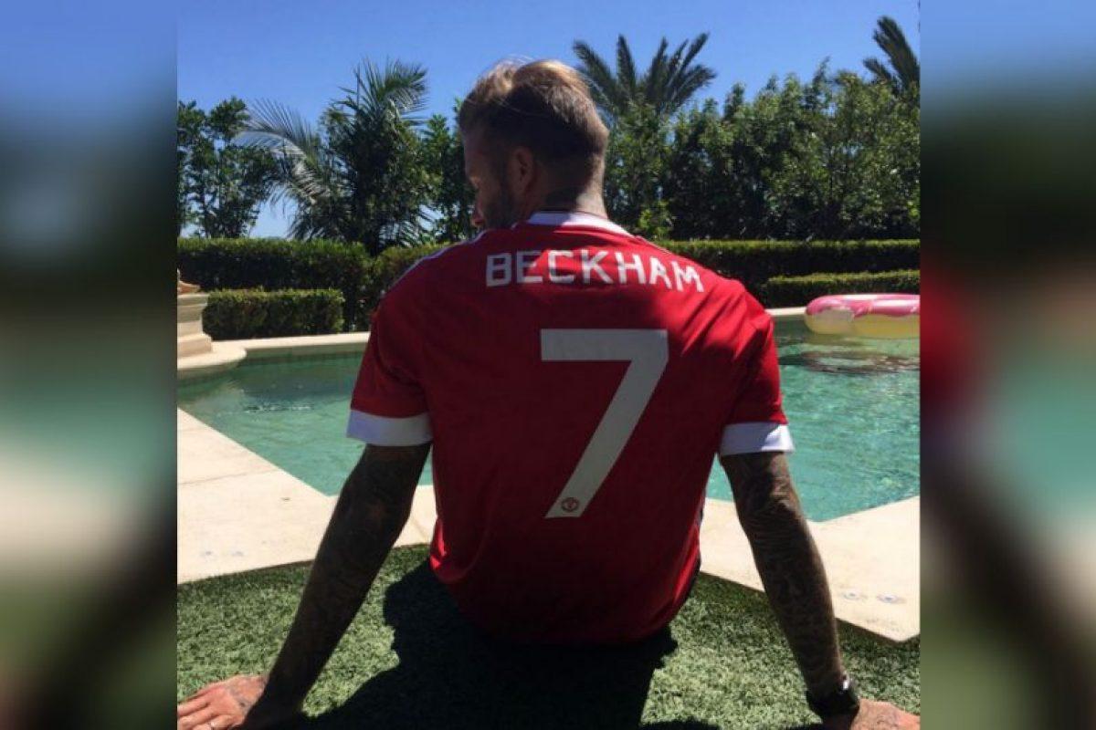David Beckham recibió un regalo del Manchester United: El nuevo uniforme de su exequipo con su nombre y número… Algo que no podrán tener los aficionados, y que también aplica a las camisetas de Eric Cantona y Cristiano Ronaldo. Foto:Vía instagram.com/davidbeckham