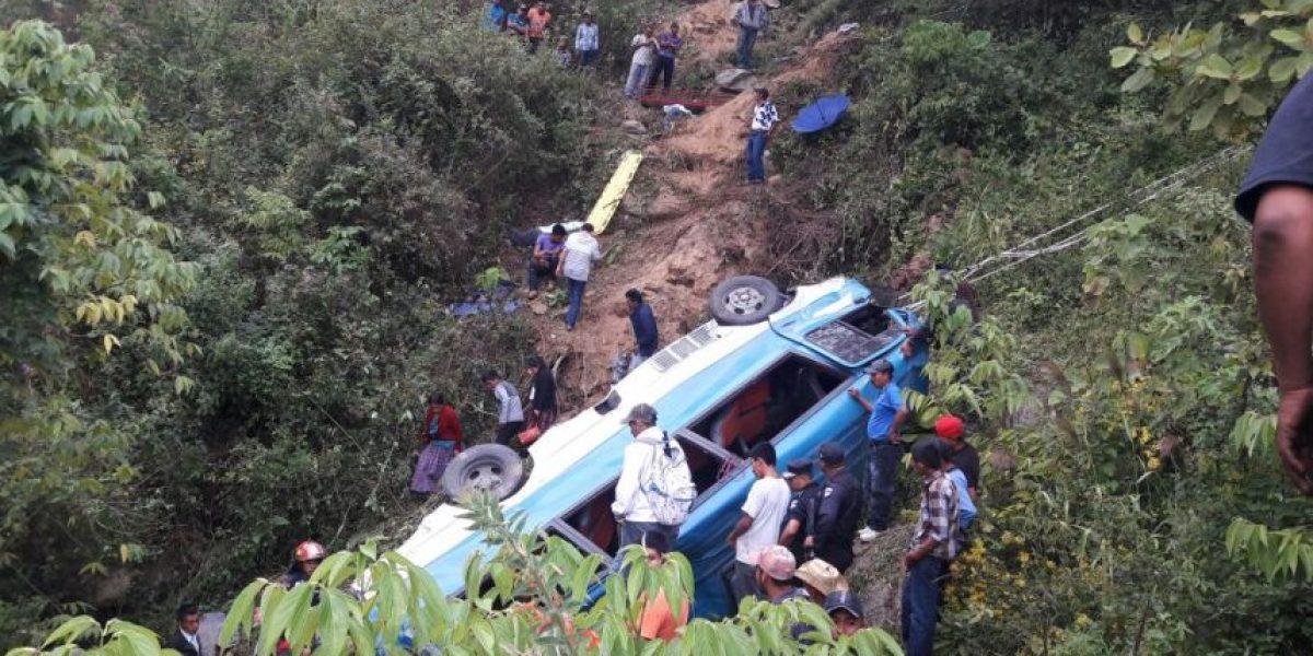Accidente de bus en ruta a Las Verapaces deja cuatro personas fallecidas