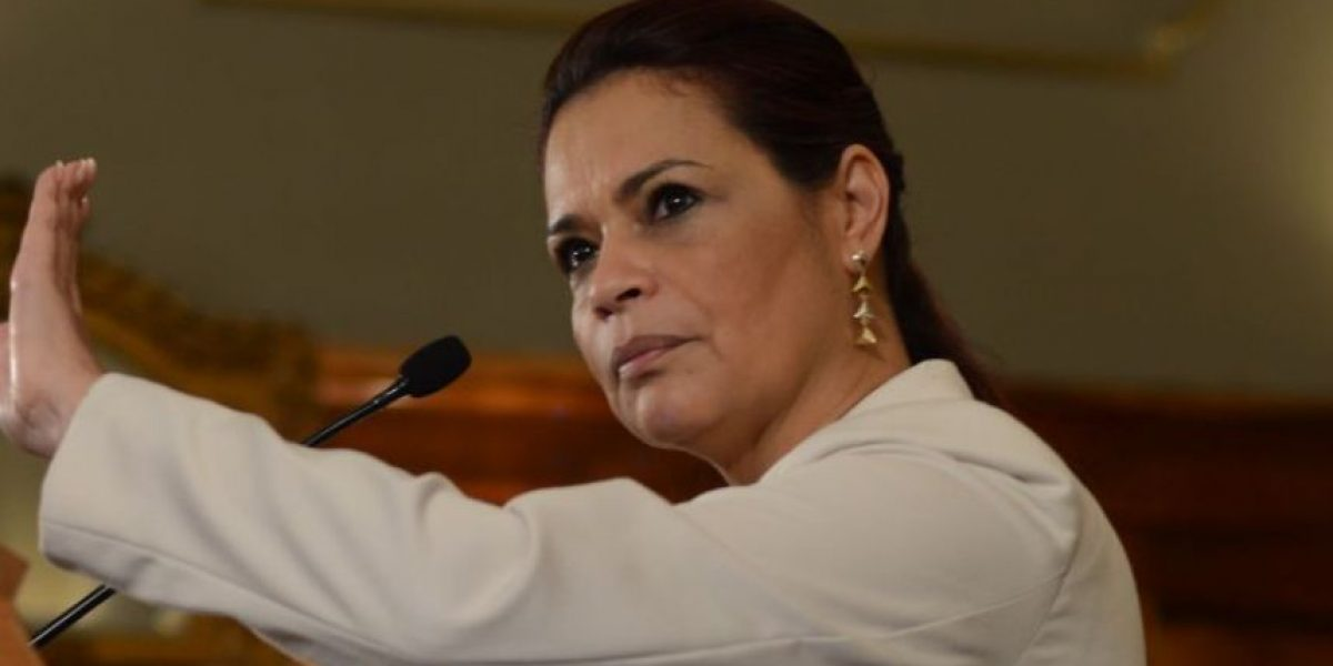Oficializan renuncia de Roxana Baldetti