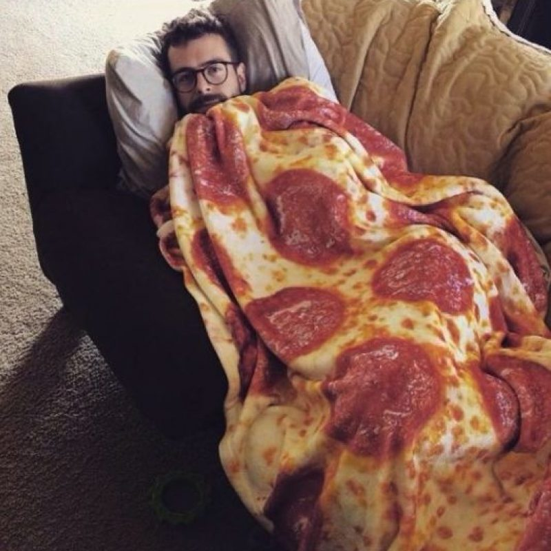 Esta manta de pizza Foto: vía instagram.com/belovedshirts